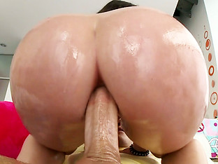 Big booty Lola Foxx enjoys anal ride
